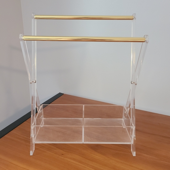 Jewelry / necklace holder